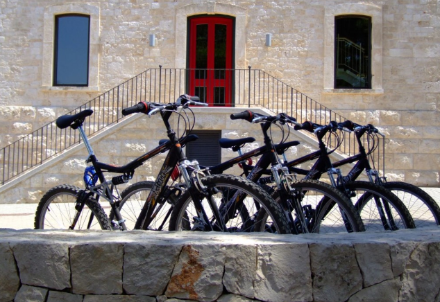 mountain-bike-alberobello-victor-country-hotel